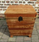 Wooden trunk / chest H 59 cm L 53 cm D 53.5 cm