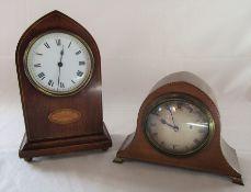 2 Edwardian mantel clocks H 23 cm & Tarratt Leicester H 14 cm