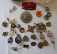Tin containing assorted pin badges inc WVS Civic Defence, Girl Guides, St Johns Ambulance,