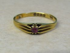 18ct gold ring London 1916 with pink stone size R/S weight 2.5 g