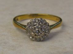 18ct gold diamond cluster ring (illusion set) size N/O weight 2.9 g