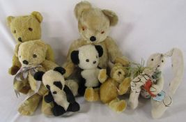 Selection of vintage teddy bears in Farnel H 43 cm, Deans H 37 cm, Hermann H 20 cm, Merrythought and