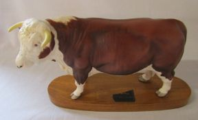 Beswick connoisseur Hereford bull on plinth (missing part label) L 30 cm