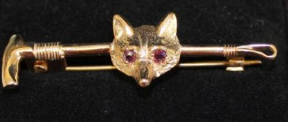 9ct gold fox mask  / riding crop bar brooch set with ruby eyes 4.1g