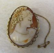 Large 9ct gold cameo brooch total weight 15 g H 5 cm
