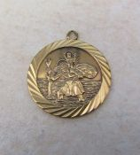 9ct gold St Christopher pendant weight 5.6 g D 27 mm
