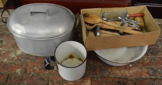 Fish kettle & other items of kitchenalia