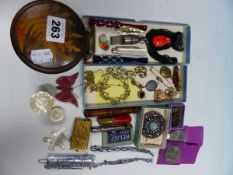 A COLLECTION OF VINTAGE JEWELLERY TO INCLUDE VARIOUS GOLD PIECES, COINS, ETC,