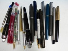 A COLLECTION OF PENS INCLUDING PARKER, ONE MARKED MONT BLANC ETC.