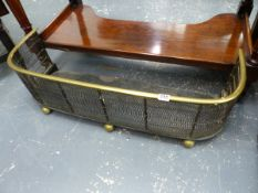 AN EARLY 19th.C.BRASS TOP MESH FIREGUARD. W.85cms.