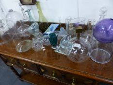 A COLLECTION OF ANTIQUE AND LATER DECORATIVE GLASSWARE, ETC. (QTY)