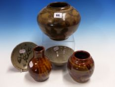 A GROUP OF FIVE PIECES OF ART POTTERY TO INCLUDE EXAMPLES BY WALTER DEXTER, HENRY HAMMOND, HELEN