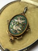 A VICTORIAN MICRO MOSAIC PENDANT DEPICTING A PAIR OF WHITE DOVES, COMPLETE WITH A GLAZED BACK IN