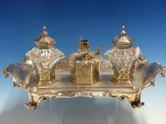 A GOOD VICTORIAN HALLMARKED SILVER DESK STAND WITH TWIN SILVER LIDDED GLASS WELLS CENTERED BY A