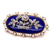 A VICTORIAN GOLD DIAMOND AND ENAMEL BROOCH. AN OLD CUT DIAMOND SET FOLIATE DESIGN TO THE FRONT