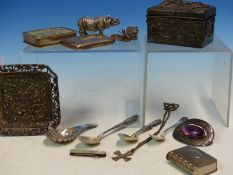AN ANTIQUE HALLMARKED SILVER SHELL FORM CADDY SPOON DATED 1905 , A STERLING SILVER AMETHYST SET