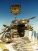 A QUANTITY OF HALLMARKED SILVER TO INCLUDE TWO 19th C. KINGS PATTERN SERVING SPOONS, SIMILAR DESSERT