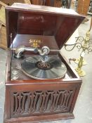 A MAHOGANY STAINED CASED SONORA WIND UP GRAMOPHONE, THE TURNTABLE ABOVE AN ALTERNATING ARROW AND
