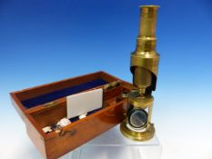 A MAHOGANY CASED STUDENTS BRASS MONOCULAR MICROSCOPE WITH THREE OBJECTIVES, THE CASE. W 20.5cms.