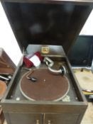 AN OAK CASED HIS MASTERS VOICE MODEL 127 WIND UP GRAMOPHONE, THE BROWN BAIZE TOPPED TURNTABLE ABOVE