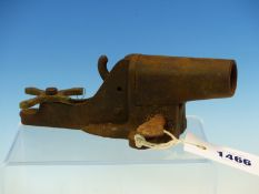 AN EARLY 20TH C. IRON AND BRASS POACHERS ALARM CANNON.