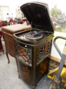 A VOX WIND UP GRAMOPHONE IN BLACK GROUND ORIENTAL GILT CASE, A BOW FRONT GRILLE OVER THE SOUND BOX