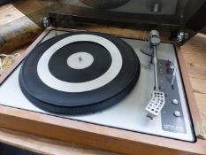 A LENCO GL85 TURNTABLE, THE GREY DECK FITTING INTO A TEAK CASE. W 46cms.