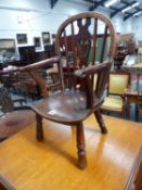 AN EARLY 19th.C.CHILD'S WINDSOR ARMCHAIR.