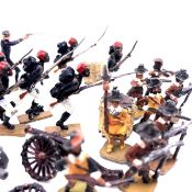 A SMALL COLLECTION OF DIECAST LEAD SOLDIERS. .