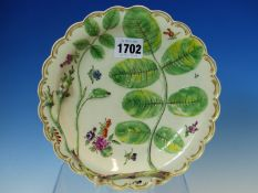 A LATE 18th C. WORCESTER BLIND EARL PATTERN PLATE WITH RAISED DECORATION OF A ROSE BUD AND LEAVES.