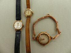 A 9ct GOLD MANUAL WOUND VINTAGE WATCH ON A 9ct GOLD EXPANDING STRAP, TOGETHER WITH TWO 9ct GOLD