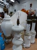 A QUANTITY OF VARIOUS TABLE LAMPS.