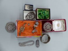 JEWELLERY TO INCLUDE A SILVER BANGLE, A SOLID SILVER CURB BRACELET, VINTAGE DRESS CLIPS, BEADS,