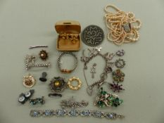 VINTAGE JEWELLERY TO INCLUDE A PAIR OF GROSSE COSTUME EARRINGS, A SILVER CHARM BRACELET, PEARLS,