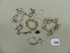A VINTAGE SILVER CHARM BRACELET, SILVER PIG BROOCH, A GENTS SILVER FIGARO CHAIN, A SILVER VINTAGE