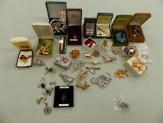 JEWELLERY TO INCLUDE 9ct GOLD EARRINGS AND A ST CHRISTOPHER PENDANT, GROSS WEIGHT 5.9 GRMS, TOGETHER