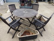 A FOLDING TEAK GARDEN TABLE AND CHAIRS.