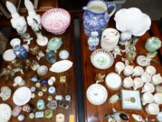 A COLLECTION OF VARIOUS TRINKET BOXES INC. HALCYON DAYS, PORCELAIN BIRD FIGURINES, COFFEE WARES