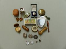THREE SILVER PLATED LIVERY BUTTONS, A BRASS SOVEREIGN CASE, ETC.
