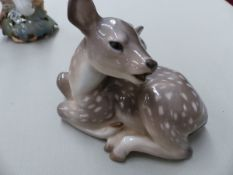 A ROYAL COPENHAGEN SITTING DEER, A SMALL VASE AND TWO WHITE DOVES, TOGETHER WITH A MOORCROFT SMALL