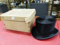 A TRESS & Co. BLACK SILK TOP HAT MADE FOR J E WHITE OF WARRINGTON IN LINCOLN BENNETT BOX WITH SPATS,