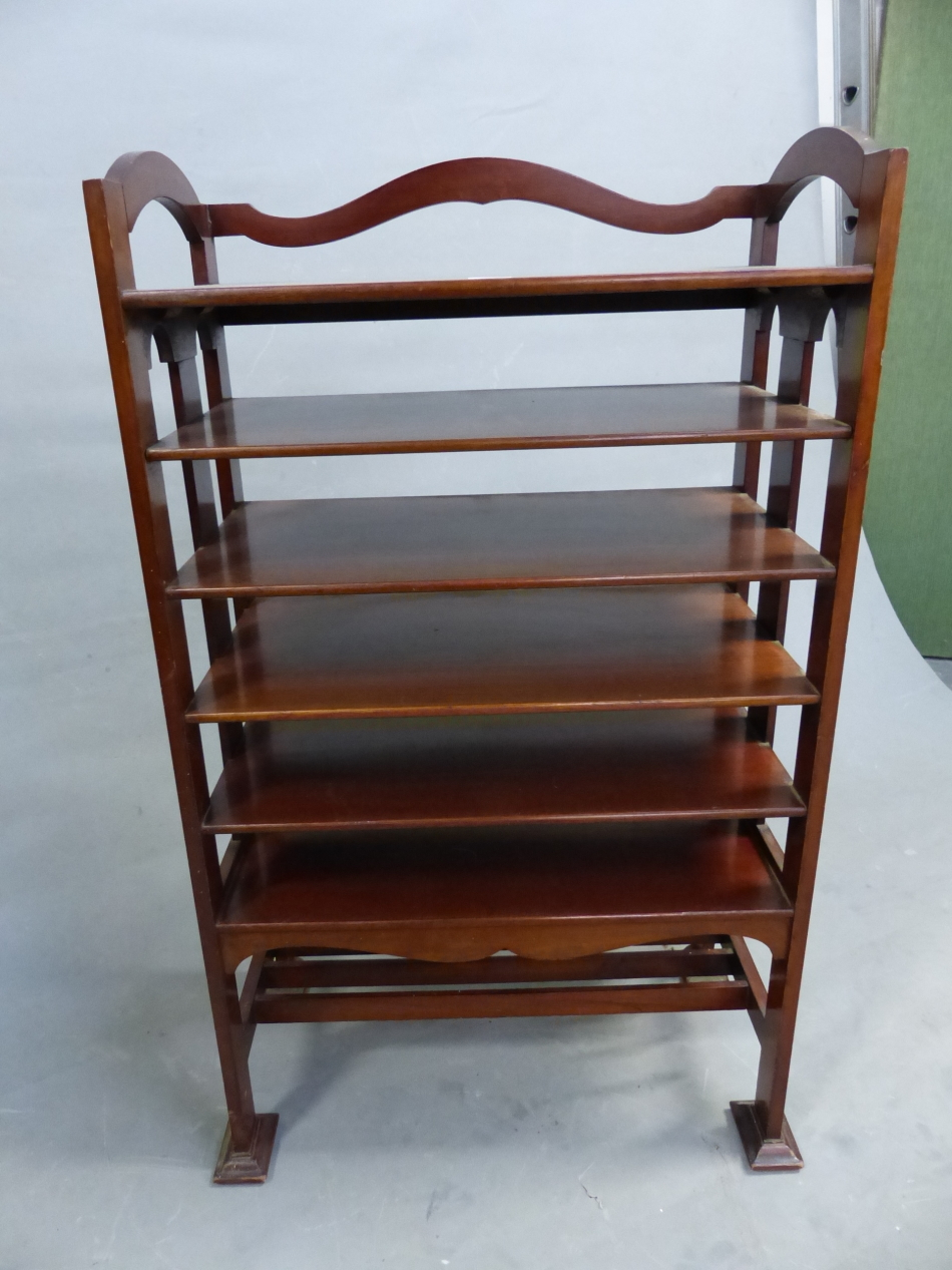 AN ARTS AND CRAFTS STYLE MAHOGANY MUSIC SHELF IN THE MANNER OF SHOOLBRED. 56cm x 31cm x 93cm (H). - Image 6 of 12