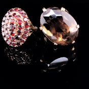 A VINTAGE 9ct YELLOW GOLD GARNET OVAL CLUSTER RING DATED 1962. FINGER SIZE M, TOGETHER WITH A
