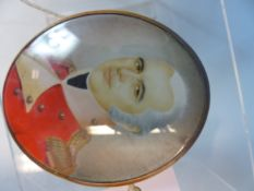 A GEORGIAN OVAL MINIATURE PORTRAIT OF A MILITARY OFFICER IN RED UNIFORM. YELLOW METAL ENCLOSED