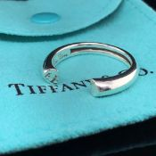 A TIFFANY AND CO PALOMA PICASSO SILVER TENDERNESS HEART RING. APPROX SIZE S. COMPLETE WITH INNER