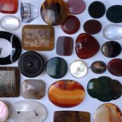 A COLLECTION OF HARDSTONE AND OTHER MINERAL SLICES ETC. QUANTITY OF 37 ITEMS