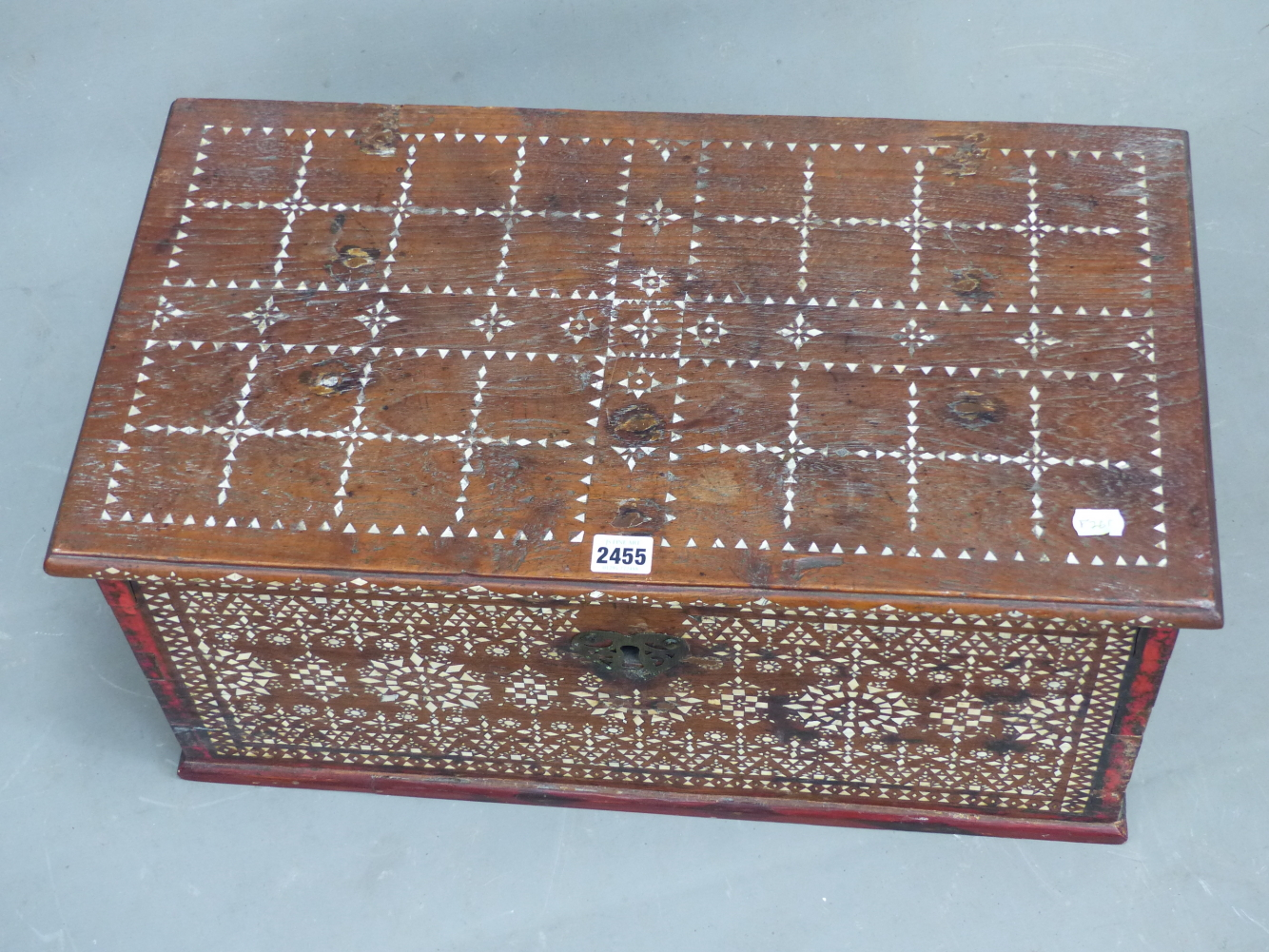 Lot 2455 - AN ISLAMIC HARDWOOD BOX, THE RECTANGULAR HINGED LID INLAID WITH A CHEQUERBOARD OF MOTHER OF PEARL. W