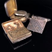 A GEORGIAN HALLMARKED SILVER VINAIGRETTE FOR JOHN BETTRIDGE, COMPLETE WITH ORIGINAL SPONGE, TOGETHER