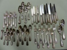 A GEORGIAN HALLMARKED SILVER HARLEQUIN PART KINGS PATTERN CUTLERY SERVICE. TO INCLUDE SEVEN
