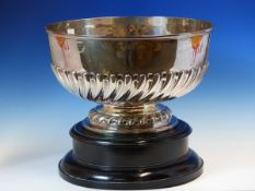 AN EARLY 20th C. HALLMARKED SILVER LARGE ROSE BOWL WITH REEDED SCROLL DECORATION ON SEPERATE